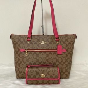 New Coach Gallery Tote/Shoulder and Wristlet Set